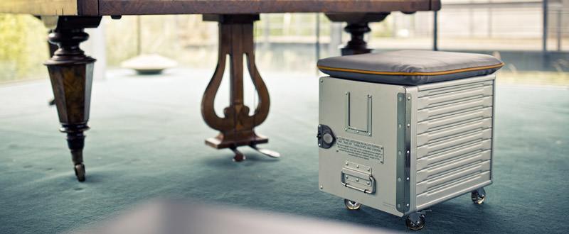 stylische flugzeug m bel cargo boxen von vandebord. Black Bedroom Furniture Sets. Home Design Ideas